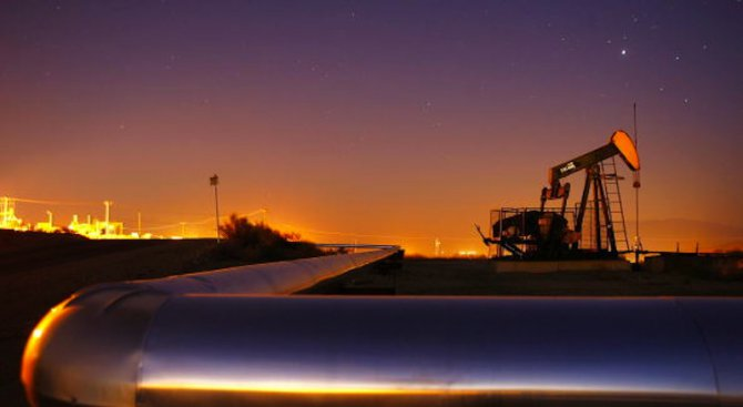 Цената на петрола падна под 45 долара