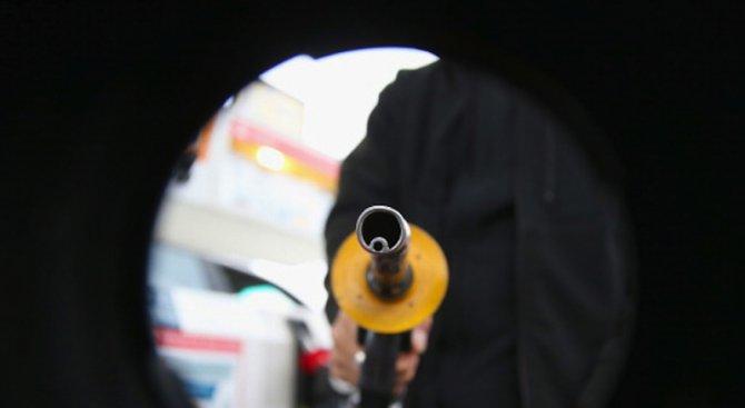 Петролът поевтиня още
