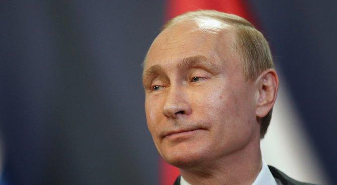 Путин и Медведев помпат мускули във фитнеса (видео)