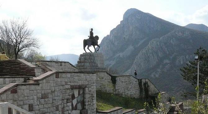 """Открита бе реставрираната сграда """"Старата къща"""" във Враца"""