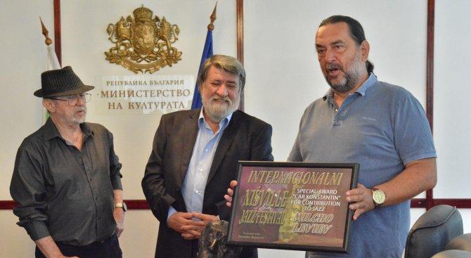 Рашидов подари на Милчо Левиев бронзов портрет на брат му (снимки)