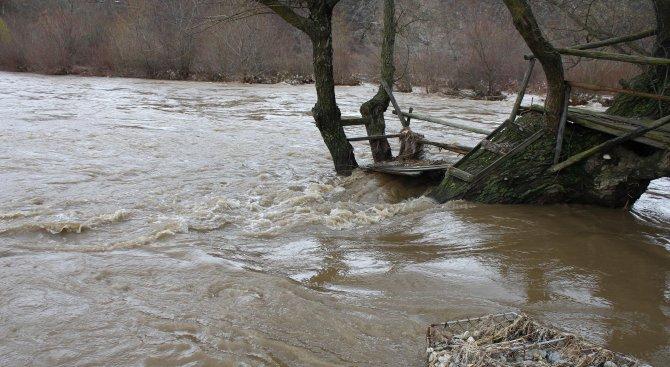 Теч на сярна киселина в река Смядовска стресна жителите на Смядово