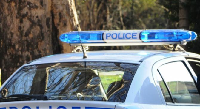 Маскиран преби и ограби жена пред офис на банка