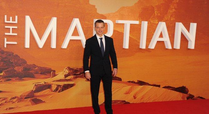 Мат Деймън бяга от жена си на Марс