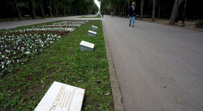 Алеята на Възраждането в Морската градина на Варна вече е с нови паметни плочи (снимки)