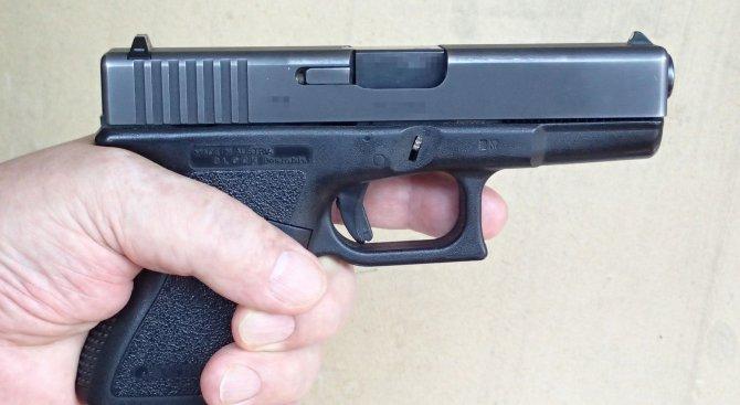Осмокласник се простреля с пистолет