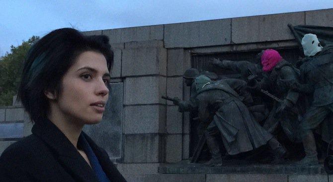 Pussy Riot нахлузиха маски на Паметника на съветската армия в София (снимка)