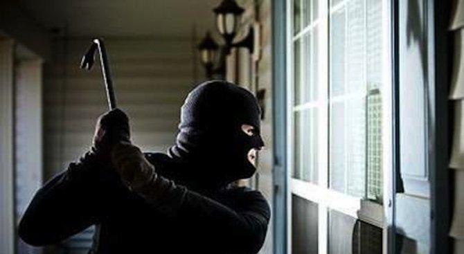 Кмет залови и наби крадец