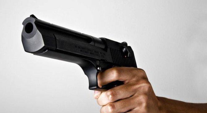 Крадец, стрелял по погребален агент, отива на съд