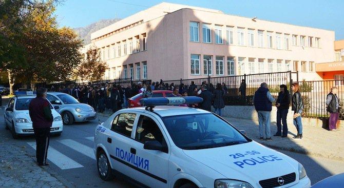Окръжната прокуратура в Сливен разследва убийство и опит за убийство в двора на 12-то училище