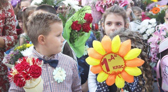 Учат първолаците да пишат SMS на кирилица