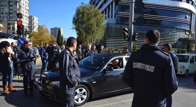 Вижте колко пари взима един български полицай