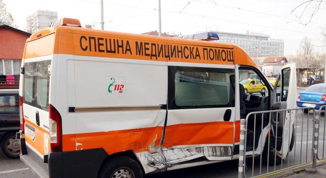 Линейка катастрофира на столичен булевард (снимки)