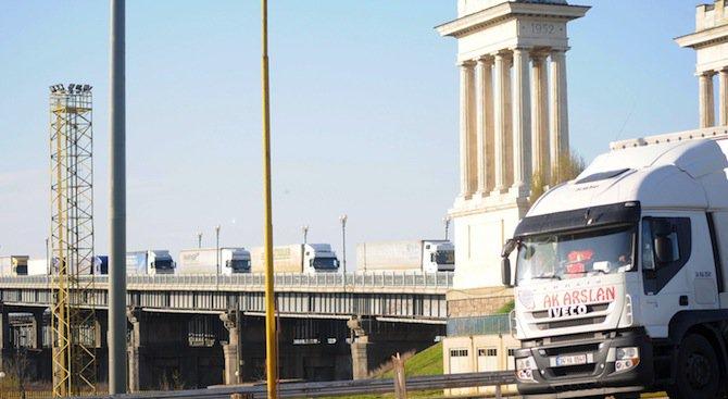 Засилиха контрола на товари на граничния пункт Дунав мост
