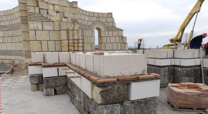 Частичната реставрация на Голямата базилика в Плиска продължава