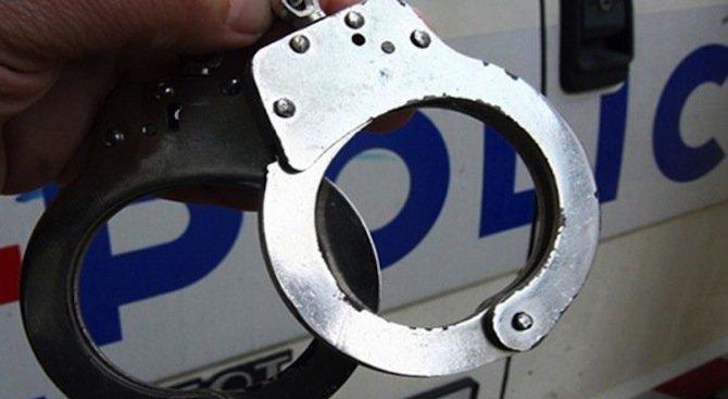 Бургазлия хвърли 50 грама канабис по полицаи в Морската градина