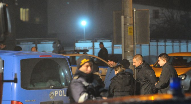 Стрелба до мол в София, има ранени хора (обновена+снимки+видео)