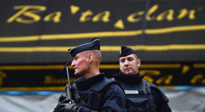"""Третият атентатор в парижката зала """"Батаклан"""" идентифициран чрез SMS до майка му"""