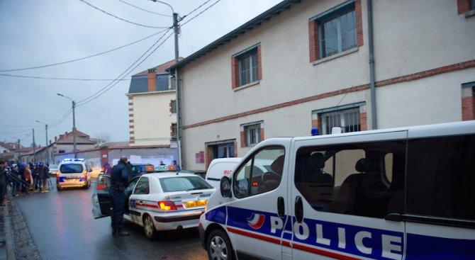 """Арестуваха френския учител, излъгал, че бил нападнат от мъж, крещящ името на """"Ислямска държава&"""