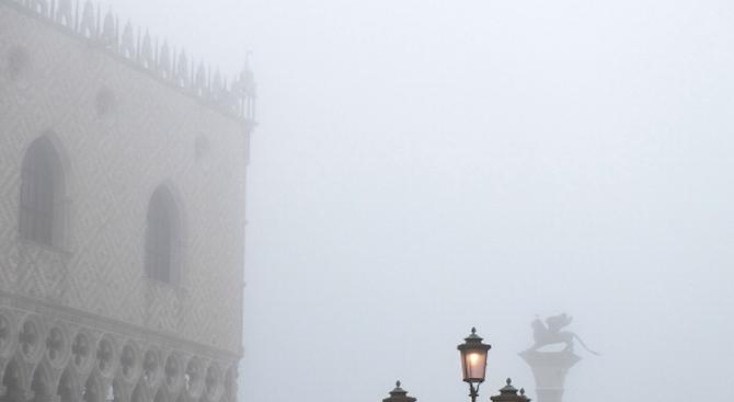 Рим и Милано спират колите заради смога