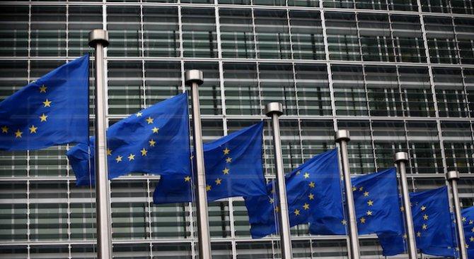 Служителите на институциите в ЕС ще получат увеличение на заплатите с 2,4 на сто