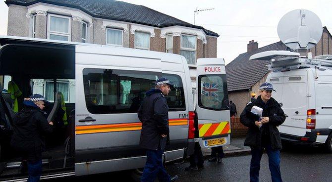 Преследван от полицията беглец влезе с колата си в магазин в Лондон
