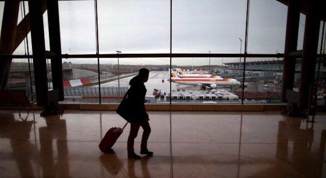 Фалшива бомбена заплаха вдигна на крак полицията на летището в Мадрид (обновена)