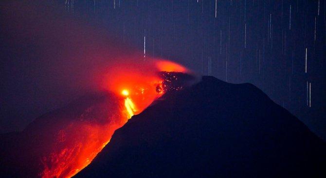 """Японският вулкан """"Сакураджима"""" е изригнал (видео)"""
