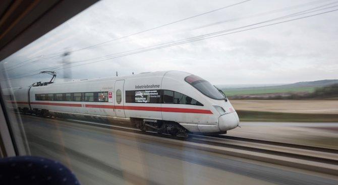 Скрит в германски влак мигрант скочи от прозореца и загина, след като полицаи му поискаха документит