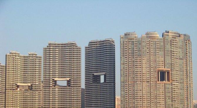 Защо част от небостъргачите в Хонконг имат дупка в средата