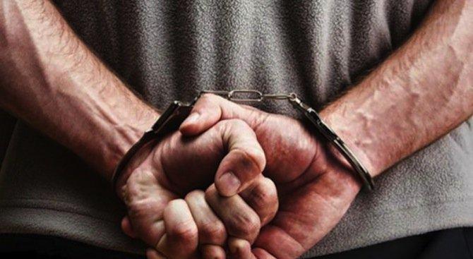 Арестуват рецидивист за грабеж на 50 лева