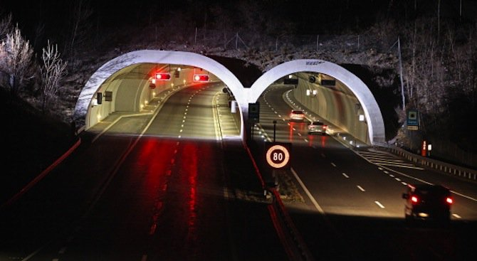 Две жертви и десетки ранени при жестока катастрофа в тунел в Япония
