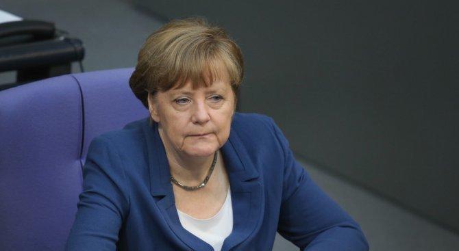 Меркел: Няма да променям политиката си спрямо мигрантите