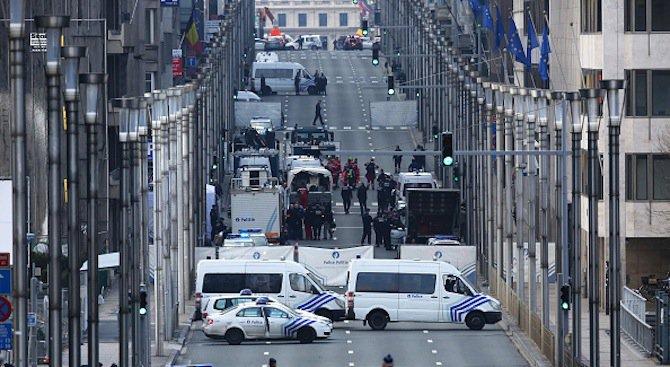 Откриха знаме на ИД и бомба в къща в Брюксел