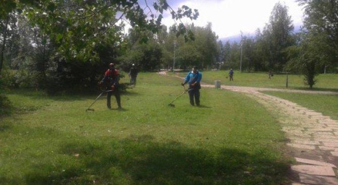 Първо косене на тревните площи започна в Бургас
