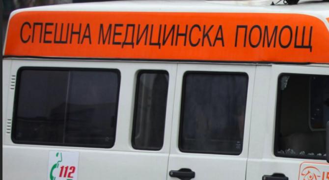 Жена пострада при внезапно спиране на автобус