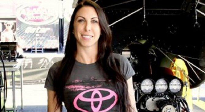 Милиардерската дъщеря, която рискува живота си на пистата