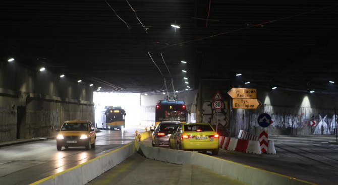 Закриват временно спирката на градския транспорт в тунела при НДК