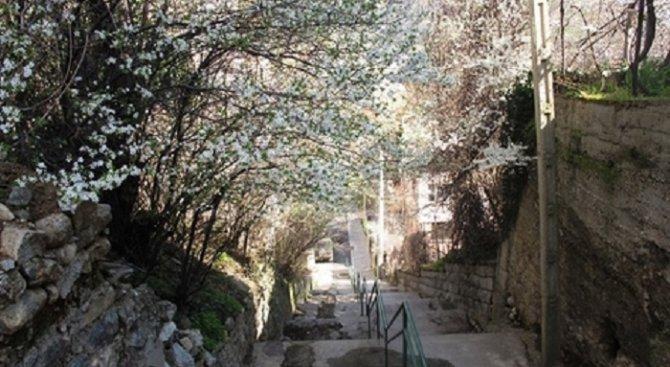 Ремонтират опасни стълби в Дупница