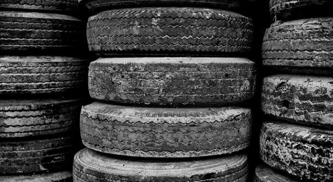 Спипаха двама, откраднали две резервни гуми с джантите