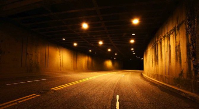 """Днес и утре движението в тунела """"Правешки ханове"""" ще се осъществява двупосочно в тръбата з"""