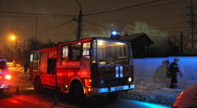 С 4 тона вода пожарникари гасиха пожар от включен котлон