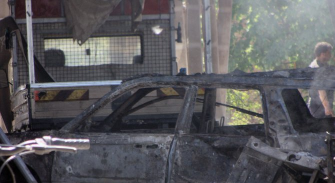 """ТИР се вряза в бензиностанция на АМ """"Тракия"""". Избухна огромен пожар (обновена+снимки+видео"""