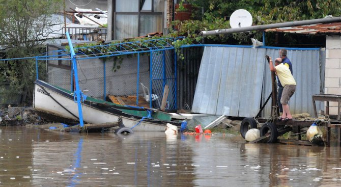 Потоп удря България на Великден