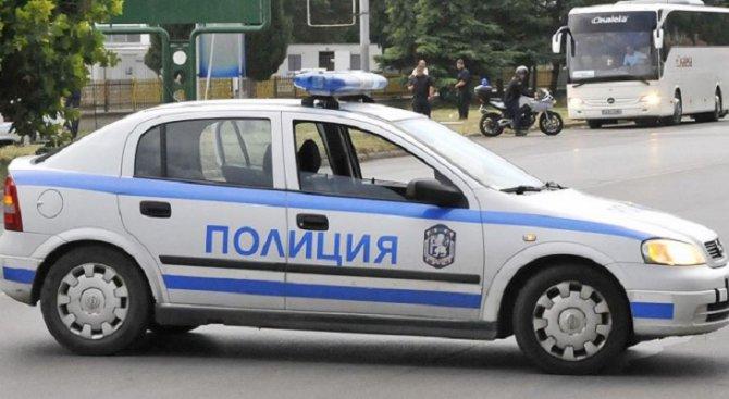 Товарен автомобил удари мъж с мотопед в Русе