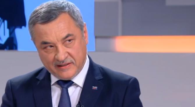 Валери Симеонов: Практика на небългарските партии е да купуват избирателя с хранителни стоки