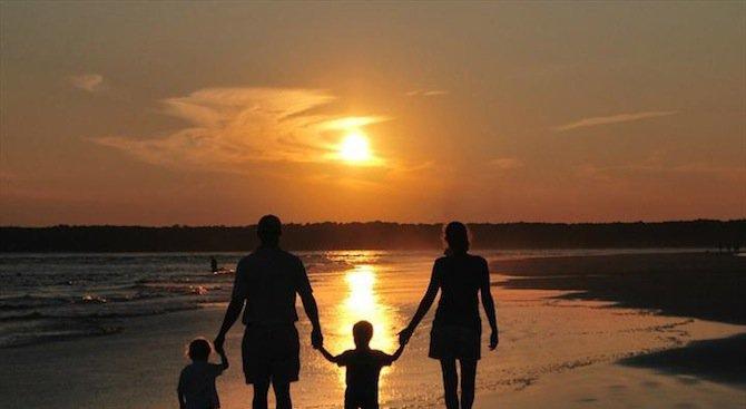 Двойки от чужбина чакат 5 години за осиновяване