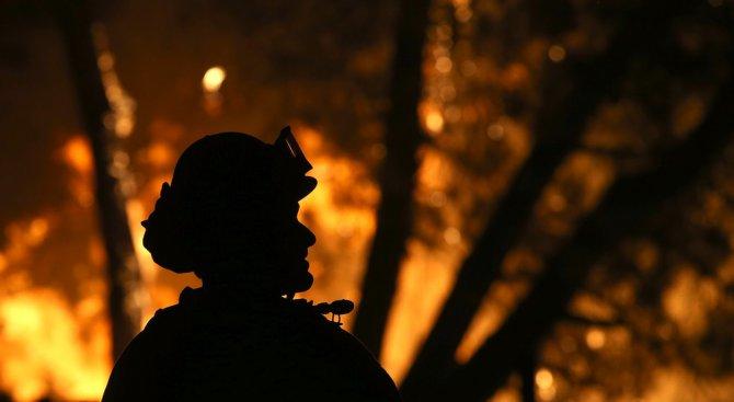 Майка хвърли деца, за да ги спаси от пожар (видео)
