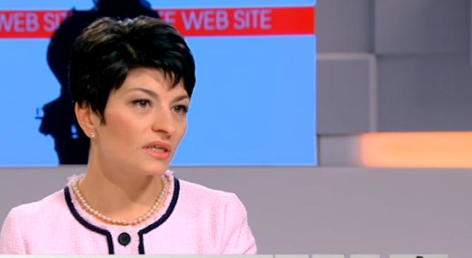 Десислава Атанасова: Трудно се управлява върху подвижен пясък, трябва кураж
