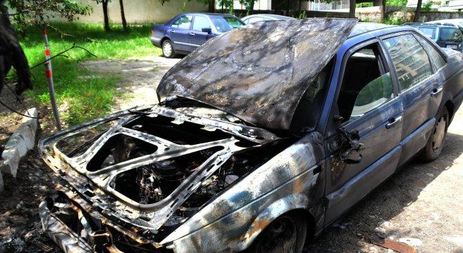 Кола се запали в Бургас (снимки)